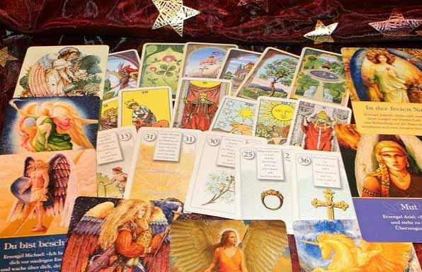 les cartes de l'oracle qui peuvent etre utilisés en Cartomacie